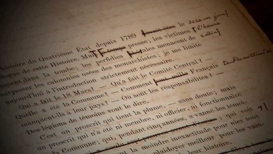 """Exemplaire avant publication du livre de Prosper-Olivier Lissagaray, """"Histoire de la commune"""", annoté et corrigé par Karl et Éléanor Marx"""