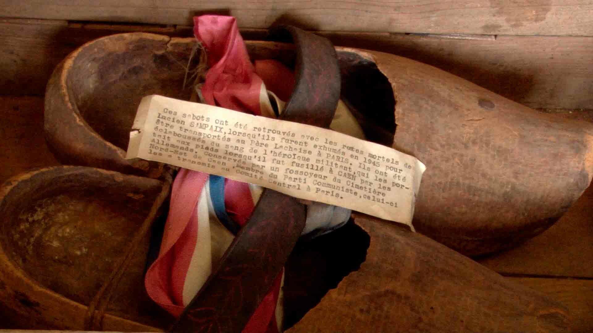 Sabots éclaboussés de sang que portait Lucien Sampaix lors de sa mise à mort par les allemands